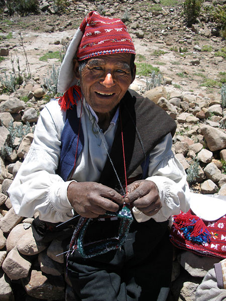 450px-Knitter_of_Taquile