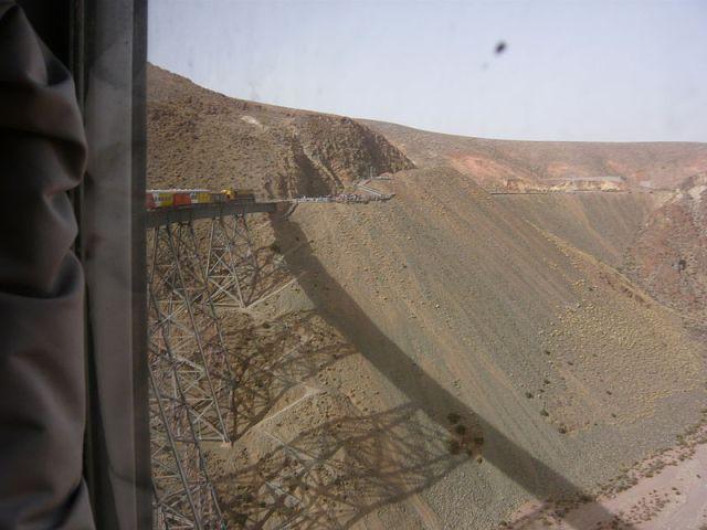 800px-Tren_a_las_nubes_cruzando_el_viaducto_La_Polvorilla