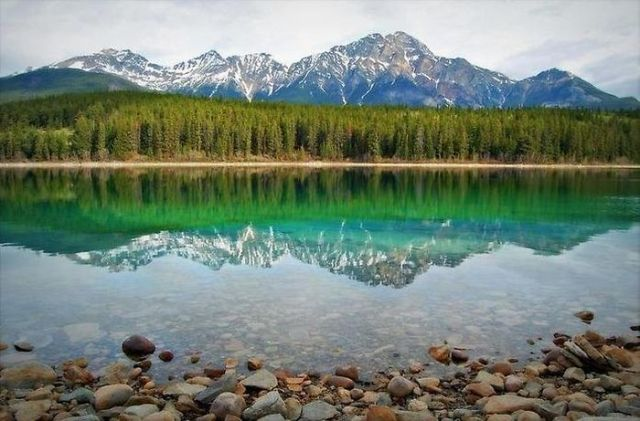 beautiful_reflections_in_water_34