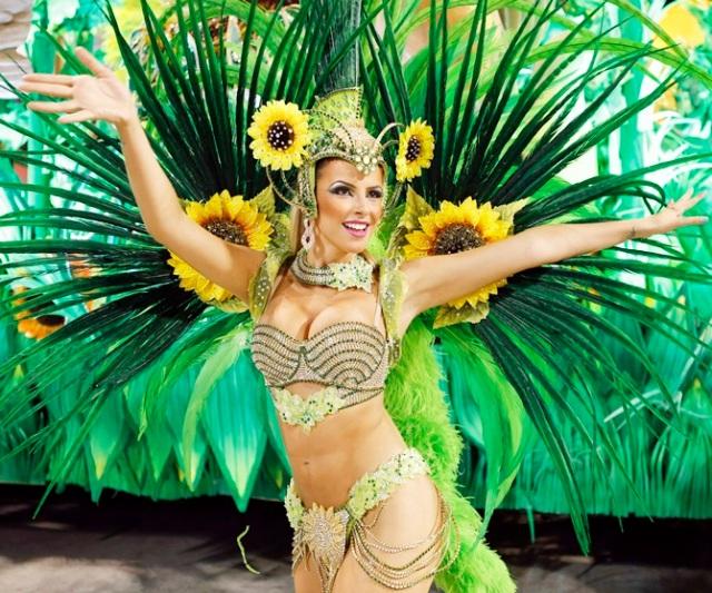 A reveller from the Vila Isabel samba school participates in the annual Carnival parade in Rio de Janeiro's Sambadrome February 12, 2013. REUTERS/Sergio Moraes (BRAZIL - Tags: SOCIETY) - RTR3DO7C